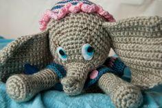 Elefantita amigurumi en colores de la mamá de Dumbo
