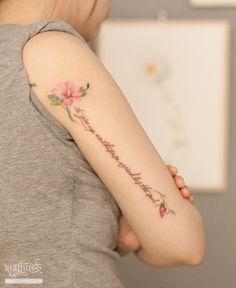 무궁화 꽃 타투 by 타투이스트 리버. 팔뒤. 꽃타투. 그라피투