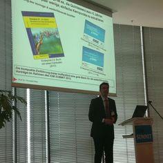 Prof. Dr. Petry stell die 5 wichtigsten Enterprise 2.0 Thesen vor #ioms12 ^bg
