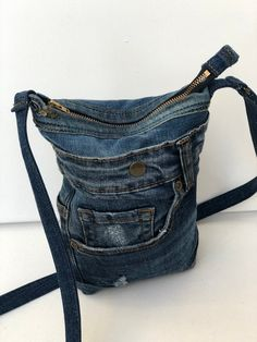 Robust, small shoulder bag made of recycled denim Denim Bag, Denim Jeans, Purse Patterns, Small Shoulder Bag, Bag Making, Cotton Fabric, Creations, Couture, Purses