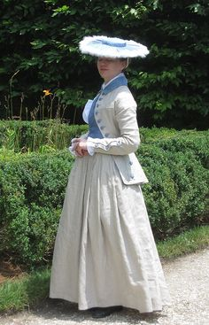 Last year I decided I wanted a riding habit for UTR. However, even though I had worn wool dresses to UTR in the idea of a wool habit . 18th Century Dress, 18th Century Costume, 18th Century Clothing, 18th Century Fashion, Historical Costume, Historical Clothing, Riding Habit, Georgian Era, Period Outfit