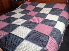 het patroon is de checkerboard textures throw en ik heb er 34 bollen royal (antraciet, offwhite en classic pink) voor gebruikt.