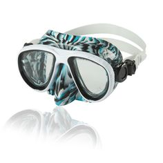 7778be5d920 Improve your underwater experience with the Speedo Adult Oceanic Dive Mask.  Designed with the latest