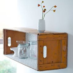 Turn a wooden crate into a beautiful shelf! It´s so easy and it looks amazing! (in German)
