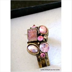 Costume jewellery ring with a stone