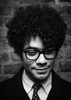 Richard Ayoade - love him in the Mighty Boosh, IT Crowd, Nathan Barley, and various comedy quiz panel shows. Richard Ayoade, Beautiful Men, Beautiful People, The Mighty Boosh, It Crowd, Youtubers, British Comedy, British Men, Le Male
