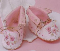 BABY booties felt with hand embroidery PDF PATTERN & instructions hand embroidered felt baby shoes pattern bootees
