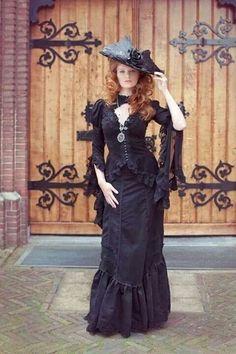 Morticia victoriaans gothic jas in zwart kant met zilver