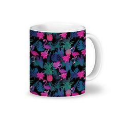 Compre Flamingo Floral de @tatianagomes em canecas de alta qualidade. Incentive artistas independentes, encontre produtos exclusivos.