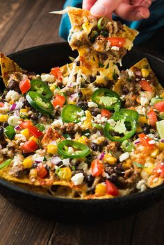 Fully Loaded Nachos with Chorizo, Black Beans, And Corn - Will Cook For Friends - Fast Recipes Mexican Dishes, Mexican Food Recipes, Snack Recipes, Dinner Recipes, Cooking Recipes, Snacks, Ethnic Recipes, Skillet Recipes, Cooking Tools