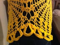 Enfim, terminei minha blusa amarela, baseada no modelo da Blusa Ana Maria Braga, mas com a flor no centro......usei o fio Charme da Circulo...