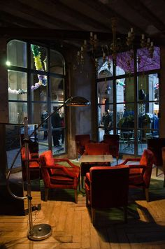 Ocaña nightclub, Barcelona bar and restaurant. Cozy room