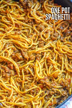 Spaghetti is one of those meals always on my back burner. This One Pot Spaghetti recipe is my absolute favorite. Everythings cooking in one pot, ready at the same time, and perfect- with flavor absorbed into ever single bite. One Pot Spaghetti, Spaghetti Recipes, Pasta Recipes, Beef Recipes, Cooking Recipes, Drink Recipes, Pot Pasta, Pasta Dishes, Spaghetti