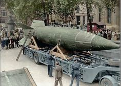 The First Attack On London – September 8 1944 A captured German rocket on display in Trafalgar Square, London. Trafalgar Square, Luftwaffe, Ballistic Missile, Templer, Ww2 Aircraft, Fighter Aircraft, Military Weapons, Ww2 Weapons, War Machine
