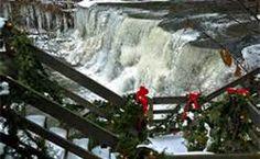 Chagrin Falls Ohio, USA / Walkway to the falls