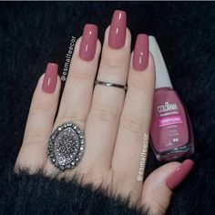 False nails have the advantage of offering a manicure worthy of the most advanced backstage and to hold longer than a simple nail polish. The problem is how to remove them without damaging your nails. Gel Polish Colors, Nail Colors, Mauve Nails, Natural Gel Nails, Beautiful Nail Polish, Manicure E Pedicure, Perfect Nails, Trendy Nails, Nail Arts