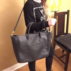 Rare B-Low The Belt Leather Tote! Look stylish and professional when carrying your laptop and other essentials in this stylish tote purse!! Approx 21x13 inches B-Low the Belt Bags Totes