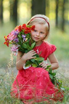 Sonya by Oleg K on Little Girl Photography, Children Photography, Cute Kids, Cute Babies, Baby Family, Child Love, Love Flowers, Holding Flowers, Beautiful Children