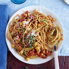 Curry-Tomato Sauce with Whole Wheat Spaghetti and Chickpeas