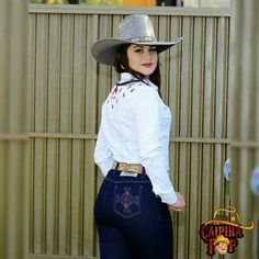 Denim Flare Jeans, Denim Flares, Looks Country, Country Style, Cowgirl Look, Rodeo Girls, Cow Girl, Country Girls, Hats For Women