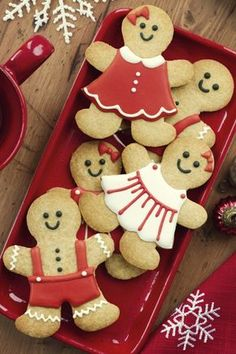 awesome christmas decorating hacks for easy holiday entertaining 11 Easy Christmas Cookie Recipes, Christmas Sugar Cookies, Holiday Cookies, Christmas Treats, Christmas Baking, Italian Christmas, Christmas Kitchen, Diy Christmas, Merry Christmas