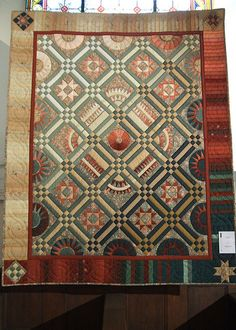 Love the interesting color changing boarder.  American Beauty quilt  Quilts of Alsace