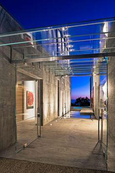 Toro Canyon Residence by Shubin Donaldson (10) Techo de vidrio y acero inox. a modo de galería