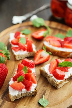 Vanilla Bean Pickled Strawberries with Goat Cheese Crostini - Sweet, tangy vanilla-scented pickled strawberries pair perfectly with goat cheese crostini! So simple, elegant and easy for parties. Thecomfortofcooking.com