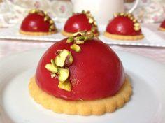 Raspberry mini cakes / Malinové mini dortíky Mini Pavlova, Chocolate Cups, Mousse Cake, Mini Cakes, Baked Goods, Tart, Cheesecake, Deserts, Dessert Recipes