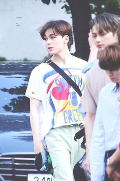 Oh my goshhhhhh vernon this look he super handsome❤️❤️❤️ Woozi, Jeonghan, Wonwoo, Seventeen Memes, Seventeen Album, Vernon Seventeen, Choi Hansol, Vernon Hansol, Pledis 17