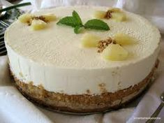 Esta tarta de piña es una tarta ideal para compartir después de una comida como postre, ya que es muy suave y refrescante y una forma estupenda de que todos comamos fruta, que a veces nos cuesta un poco.