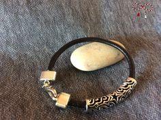 Brăţară pe şnur negru de piele, cu accesoriu antichizat. bijuterii.micky@gmail.com