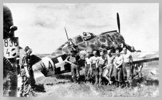 A camoflauged Reggiane fighter plane, called Héja by the Royal Hungarian Airforce, and its crew somewhere on the Eastern Front. Ww2 Aircraft, Military Aircraft, Italian Air Force, National History, World War Two, Wwii, Aviation, Monster Trucks, Soldiers