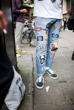 Looks like beautiful patched Kings of Indigo denim cropp Street style during London Collections: Men spring 2017 [Photo: Kuba Dabrowski] Fashion Casual, Urban Fashion, Mens Fashion, Fashion Outfits, Fashion Shoot, Boyfriend Jeans Outfit, Der Gentleman, Modelos Fashion, Urban Style Outfits