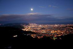 File:Barcelona-night.jpg