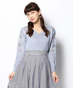 Rirandture(リランドチュール)の肩花刺繍プルオーバー(ニット・セーター)|ライトブルー