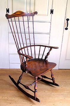 Windsor Rocking Chair - in love. Colonial Furniture, Primitive Furniture, Antique Furniture, Furniture Decor, Rustic Chair, Chair Backs, Vintage Chairs, Woodworking Plans, Woodworking Chisels