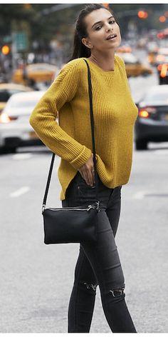 Emily-Ratajkowski-jeans-yellow-sweater