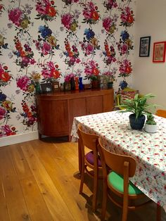 A fabulous floral wall with our Amrapali wallpaper