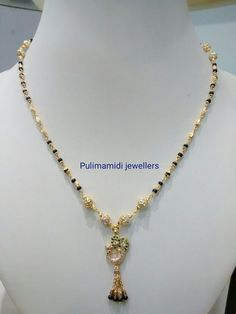Gold Mangalsutra Designs, Gold Jewellery Design, Pendant Jewelry, Beaded Jewelry, Indian Jewelry Sets, Jewelry Model, Emerald Jewelry, Necklace Designs, Necklaces