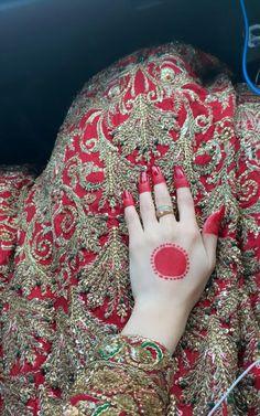 Dps Beautiful Henna Designs, Simple Mehndi Designs, Mehndi Designs For Hands, Bridal Mehndi Designs, Bridal Dupatta, Bridal Mehndi Dresses, Girl Hand Pic, Girls Hand, Mehendhi Designs