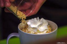 Cafeaua Gourmet pleacă de la un espresso la care se adaugă crema de lapte ca să primească în final alunele de pădure și ceva dulce. Asta da cafea Gourmet. Espresso, Latte, Ice Cream, Pudding, Desserts, Food, Gourmet, Espresso Coffee, No Churn Ice Cream