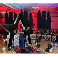 These Hollywood Star Theme Decorations help you create a star-studded premiere. Dance Themes, Movie Themes, Party Themes, Party Ideas, Themed Parties, Red Carpet Theme, Red Carpet Party, Hollywood Sweet 16, Hollywood Star