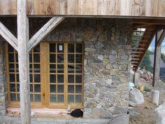 Holzfenster mit Landhaussprossen Garage Doors, Outdoor Decor, Home Decor, Wood Windows, House, Decoration Home, Room Decor, Carriage Doors, Interior Decorating