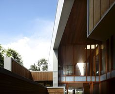 Exterior aspect of The Arbour House in Queensland, Australia by Studio Richard Kirk Architect Interior Design Images, Interior Design Boards, New Farm, Wooden Ceilings, House Built, Arbour, Minimalist Interior, House In The Woods, Cladding