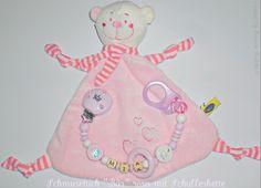 2-er Set Schmusetuch Bär mit Herzen in babyrosa (oder babyblau) & Schnullerkette mit Wunschname. *Je nach Wunsch können Sie anstatt der Schnuller...