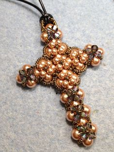 Jewelry Art, Beaded Jewelry, Jewelry Design, Beading Projects, Beading Tutorials, Cross Crafts, Beaded Cross, Feather Necklaces, Beaded Ornaments