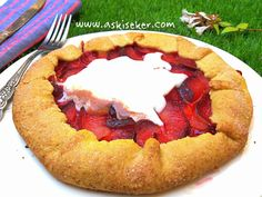 ERİKLİ GALETTE how to make sweet recipe with plum in plums easy-to-make fruit mother recipes with video Quiche, Pasta Cake, Sweet Recipes, Healthy Recipes, Mother Recipe, Strudel, Homemade Beauty Products, Cheesecakes, Nutella