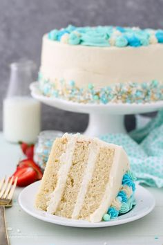 This Moist Vanilla Layer Cake is an easy oil-based vanilla cake recipe that is S. This Moist Vanilla Layer Cake is an easy oil-based vanilla cake recipe that is SUPER moist and spon Vanilla Frosting Recipes, Homemade Vanilla Cake, Moist Vanilla Cake Recipe With Oil, Homemade Frosting, Cupcakes, Cupcake Cakes, Food Cakes, Cake Board, Cake Cover