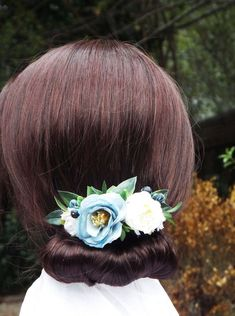 Blue flower hair comb, Bridal hair comb, flower comb, blue and white comb Blue Wedding Flowers, Cream Flowers, Faux Flowers, Flowers In Hair, Metal Comb, Flower Hair Accessories, Floral Headpiece, Different Flowers, Blue Hair